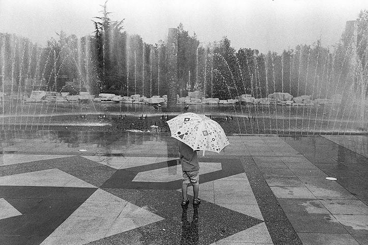 http://www.nikstrangelove.com/files/gimgs/th-20_UmbrellaFountainChina.jpg
